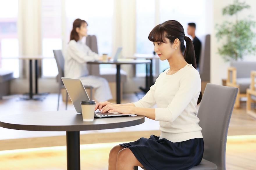 デスクワークの腰痛原因は座り方にあった! 正しい座り方のポイントは ...