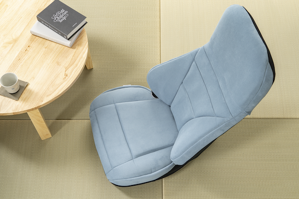 高級車の内装や上質なソファーに使用されている「ウルトラスエード®」を採用